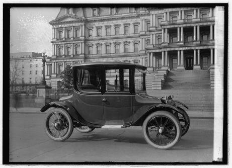 Voiture électrique de la Detroit Electric v.1921-1922. Library of Congress